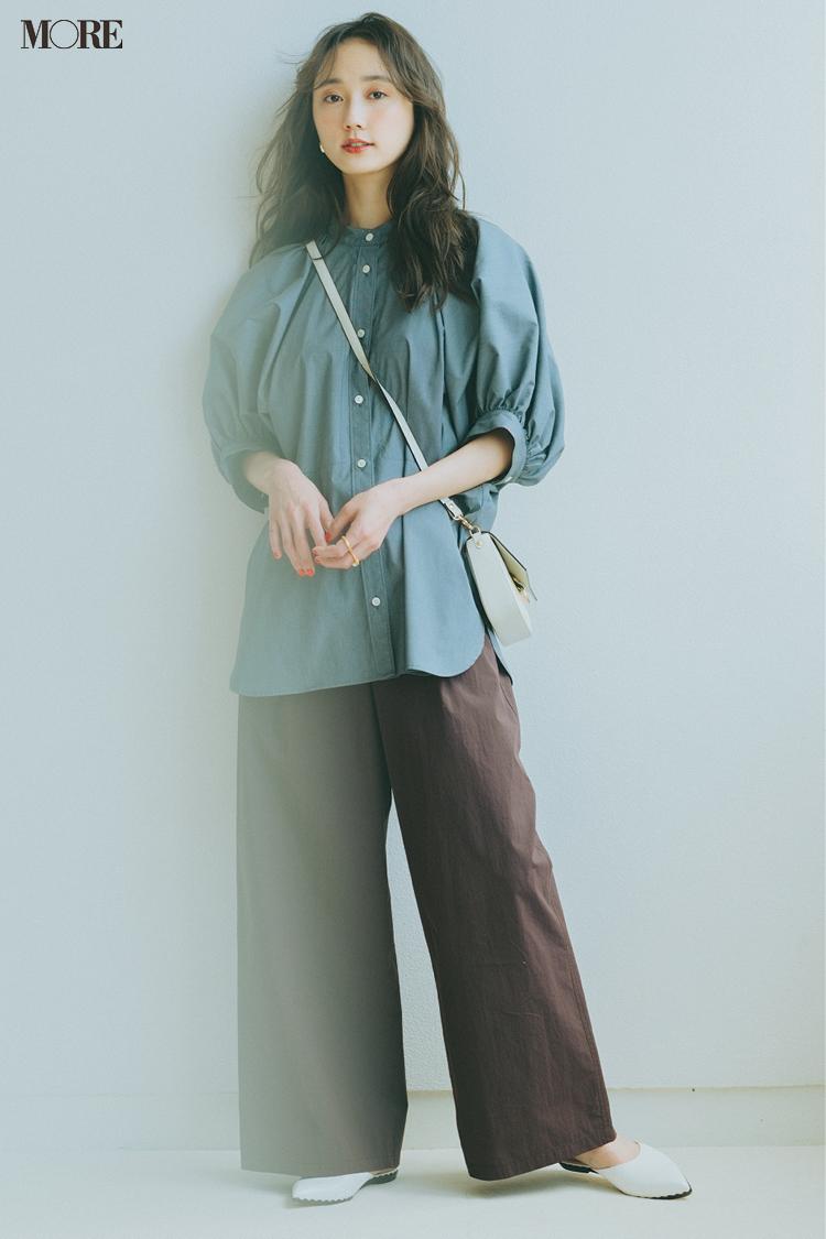 【今日のコーデ】はり感とゆとりのあるシャツを太めパンツに合わせた鈴木友菜
