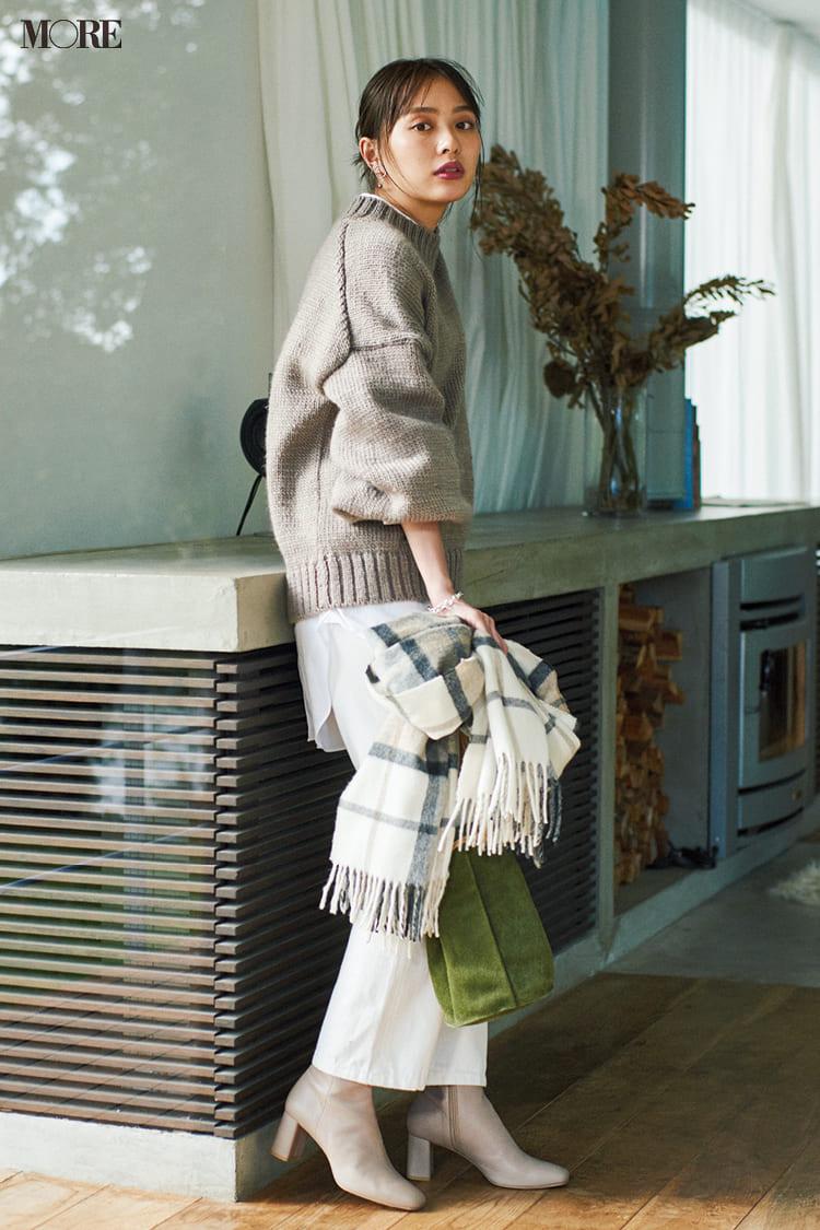 白ニットコーデ【2020冬〜春】- 着膨れしない細見えテクニックなど、白い服の最旬レディースコーディネートまとめ_45