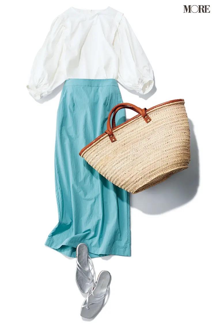 白ブラウス×水色スカートのコーデ
