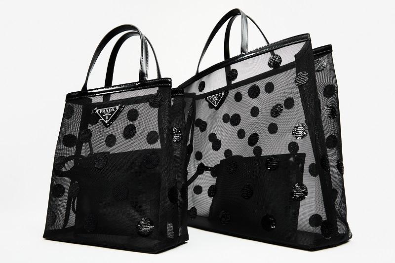 プラダのバッグ。横浜のポップアップで発売される黒いドットデザイン