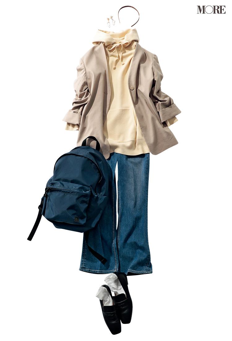 フーディ×デニムにジャケットをはおったコーデ
