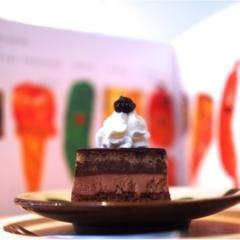 本から出てきた食べものたち?腹ペコあおむしのケーキたちが現実に。地方のブックカフェが熱いんです(412あみ)