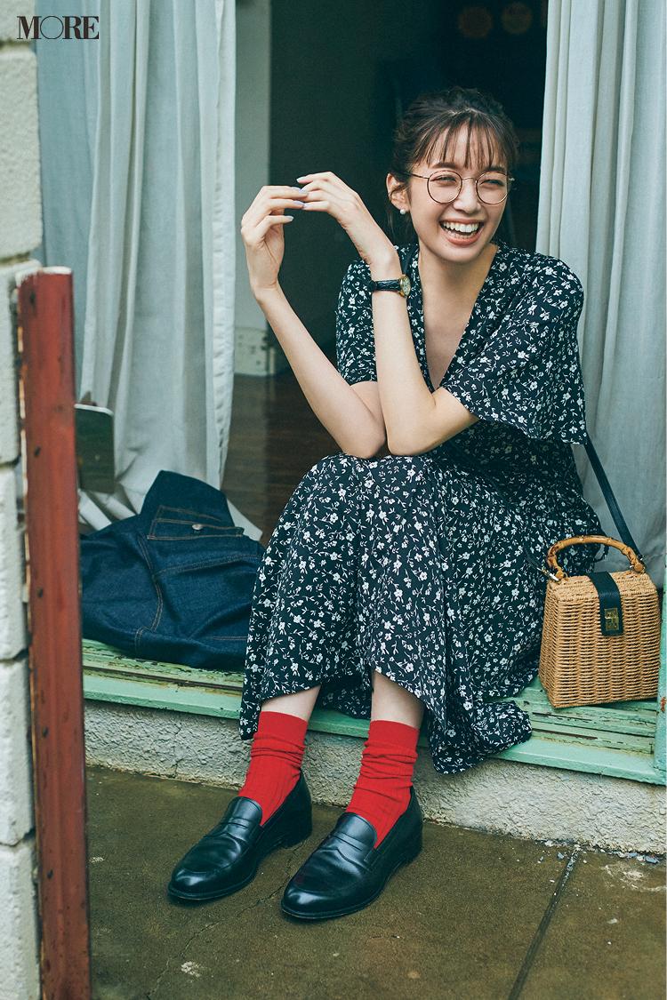【今日のコーデ】小花柄ワンピにローファーを合わせた佐藤栞里