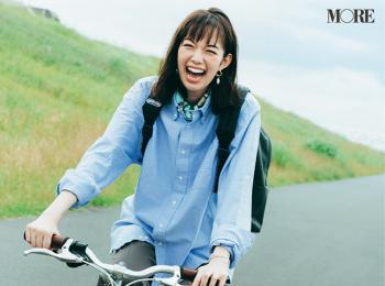 リュック通勤はシャツとスカーフで華やかに! 佐藤栞里の笑顔弾ける着回し5日目