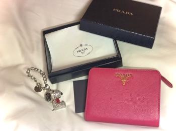 【20代女子の愛用財布】PRADAピンク折り財布♡