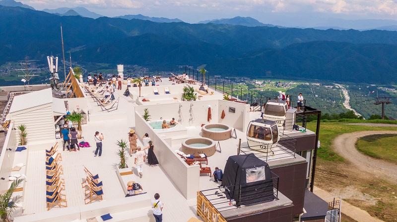 長野県・白馬村に絶景テラス「HAKUBA MOUNTAIN BEACH」誕生! 山の上のビーチリゾートに行きたすぎる件_1