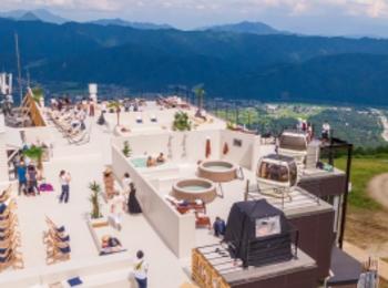 長野県・白馬村に絶景テラス「HAKUBA MOUNTAIN BEACH」誕生! 山の上のビーチリゾートに行きたすぎる件