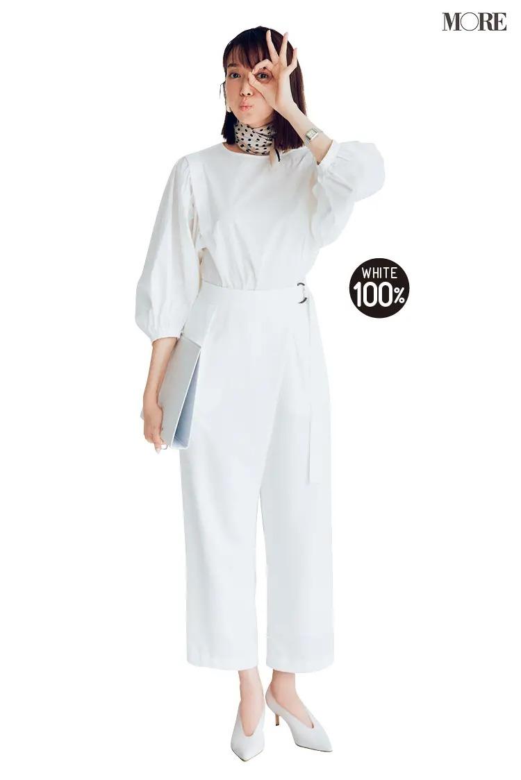 【2021夏オフィスカジュアル】白パンツ×白ブラウス×パンプスのコーデ