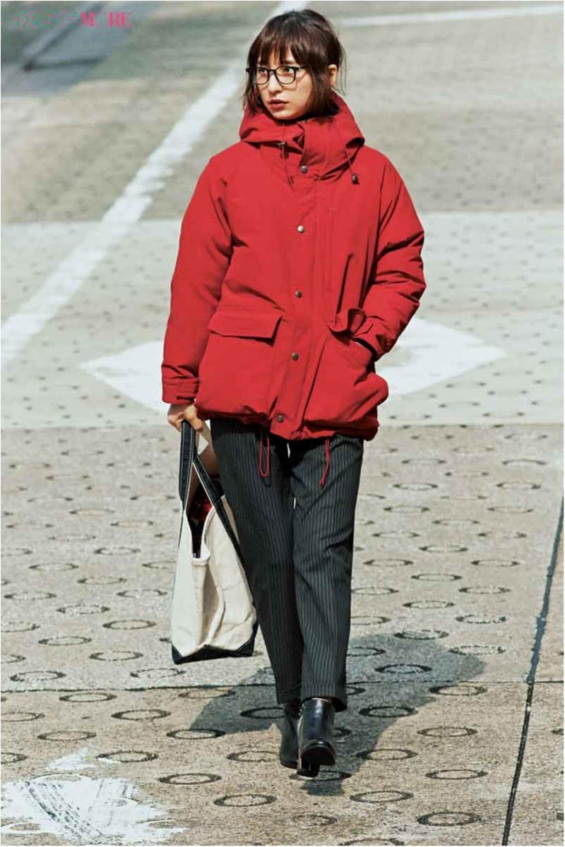 【今日のコーデ/篠田麻里子】休日出勤の時は、スティックパンツを赤ダウンで今っぽくカジュアルダウンして。_1