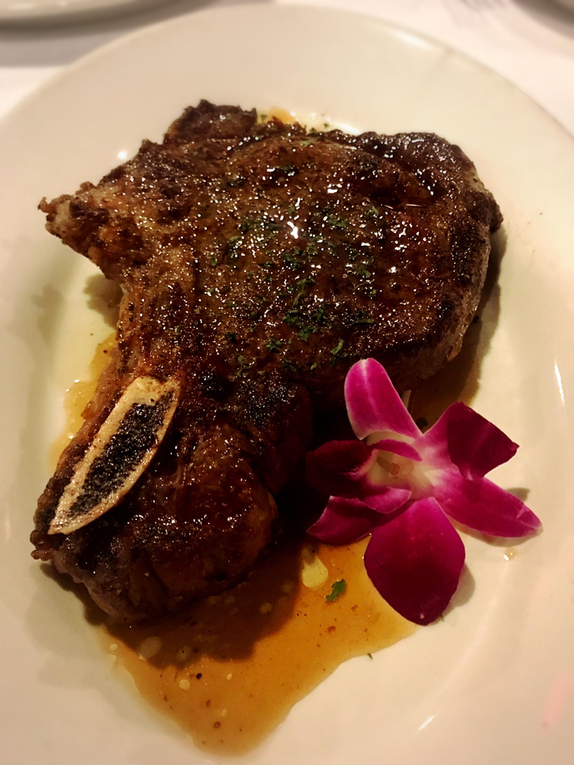 【ハワイグルメ5】肉好き女子必見*オシャレな空間で熟成肉を堪能! ハッピーアワー情報も♩_5