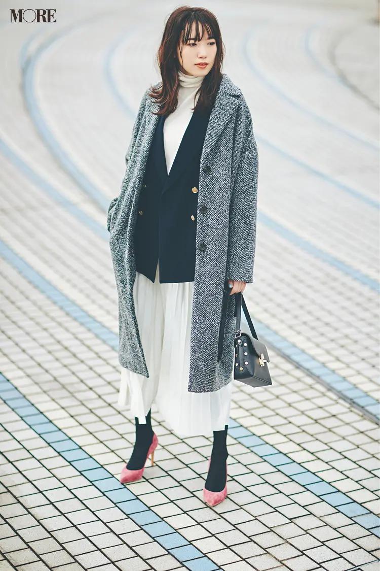【ジャケットコーデ】白コーデ×ネイビージャケット×グレーコート
