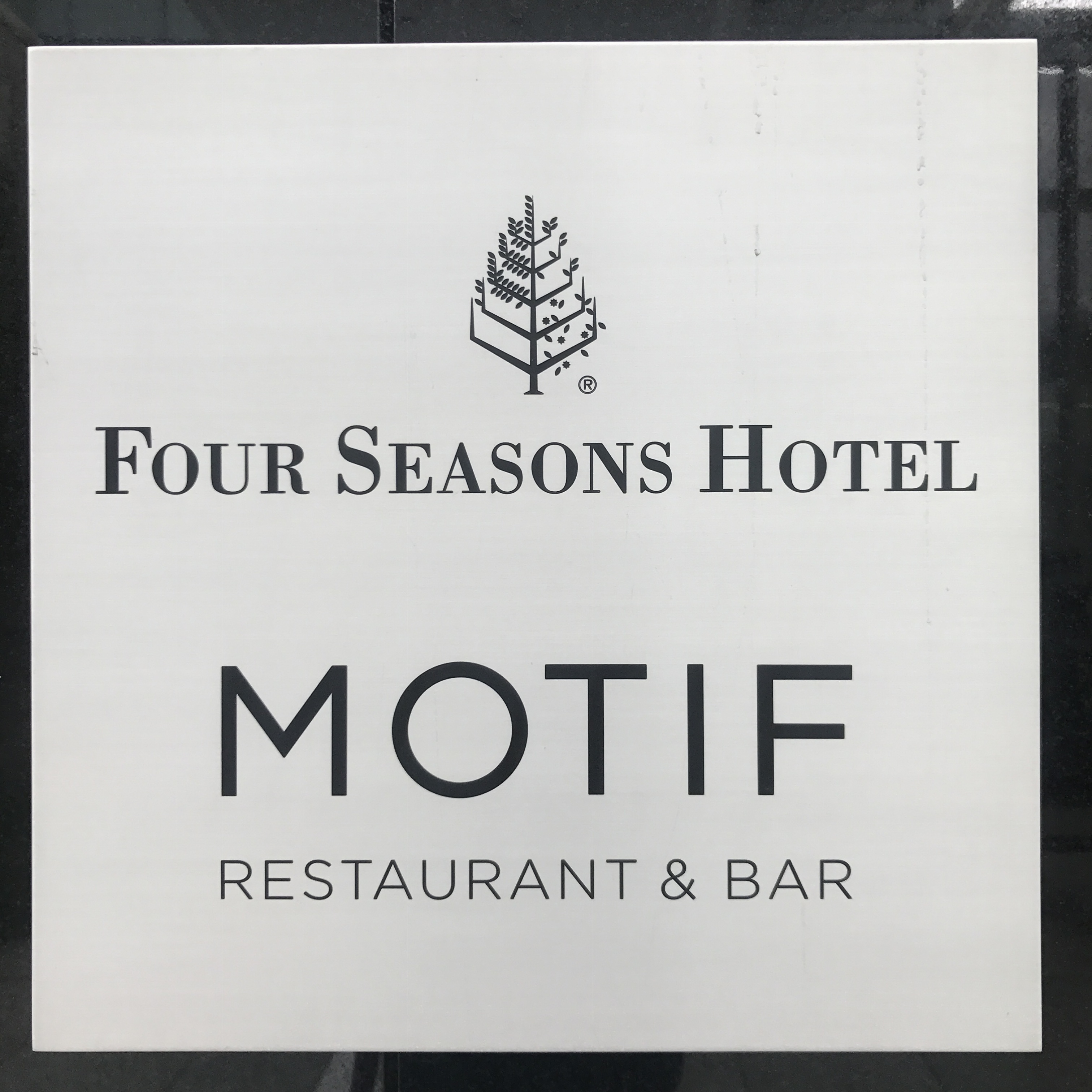 《MOTIF RESTAURANT & BAR @フォーシーズンズホテル丸の内》の贅沢ランチ&デザートビュッフェ♡_1