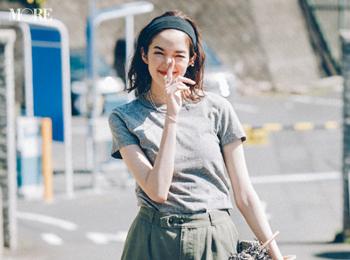 【今日のコーデ】<佐藤栞里>シンプルなTシャツコーデは旬小物合わせで遊んだもん勝ち!