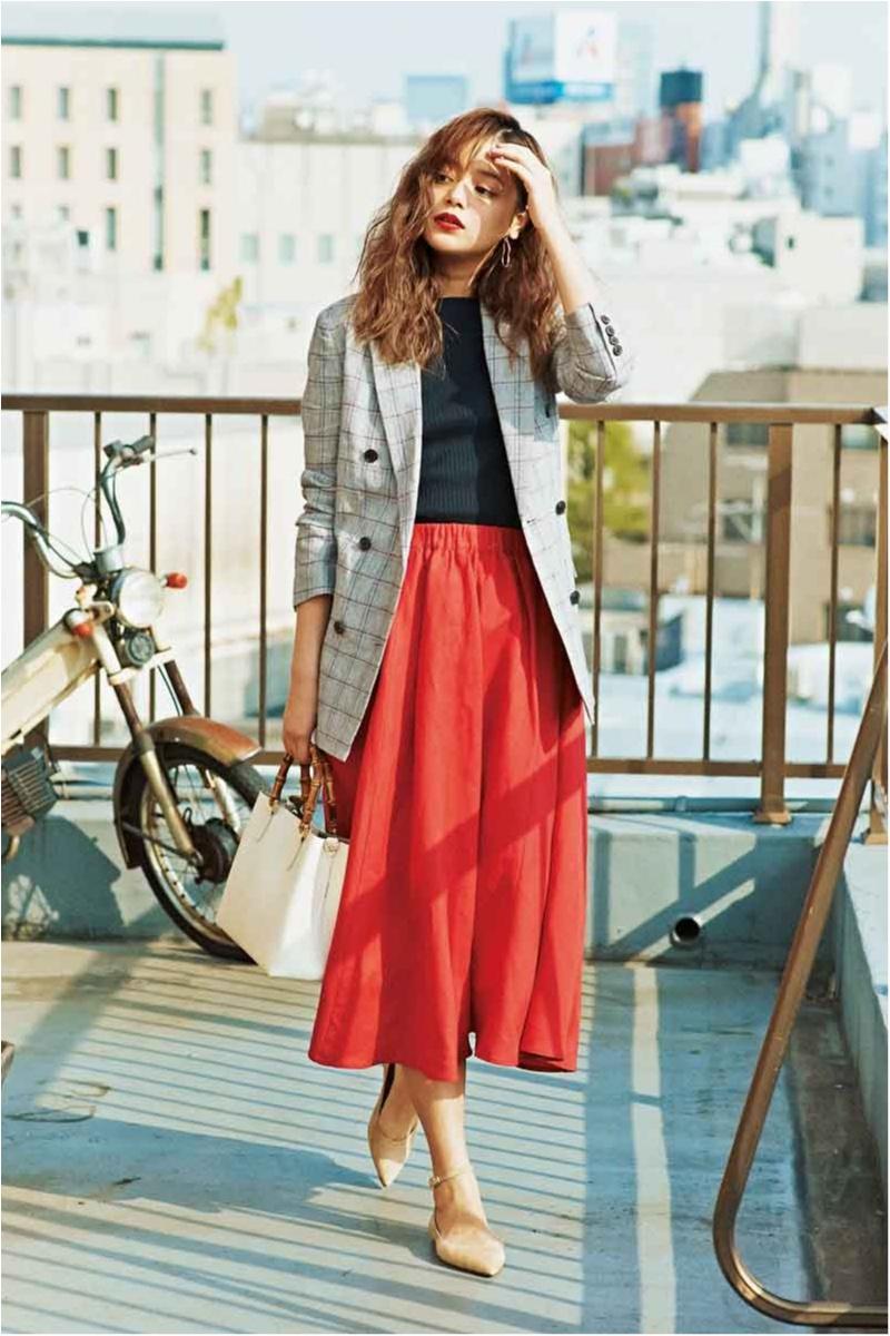 【今日のコーデ】仕事相手との会食の日は「女っぽいトラッド」で。ジャケット&真っ赤なスカートなら最適!_1