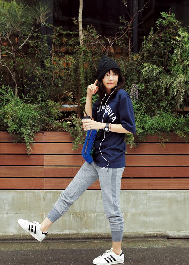 【今日のコーデ】月イチのデトックスデーは、Tシャツ×スウェットパンツのゆるカジで心も体もリラックス♪_1