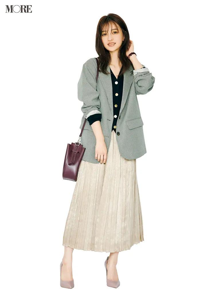 【ジャケットコーデ】カーディガン×プリーツスカート×グレージャケット