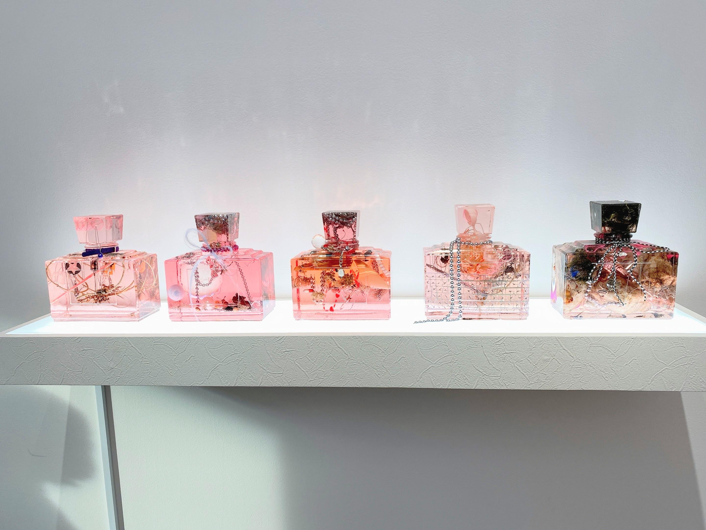 ミスディオール展 香水瓶展示