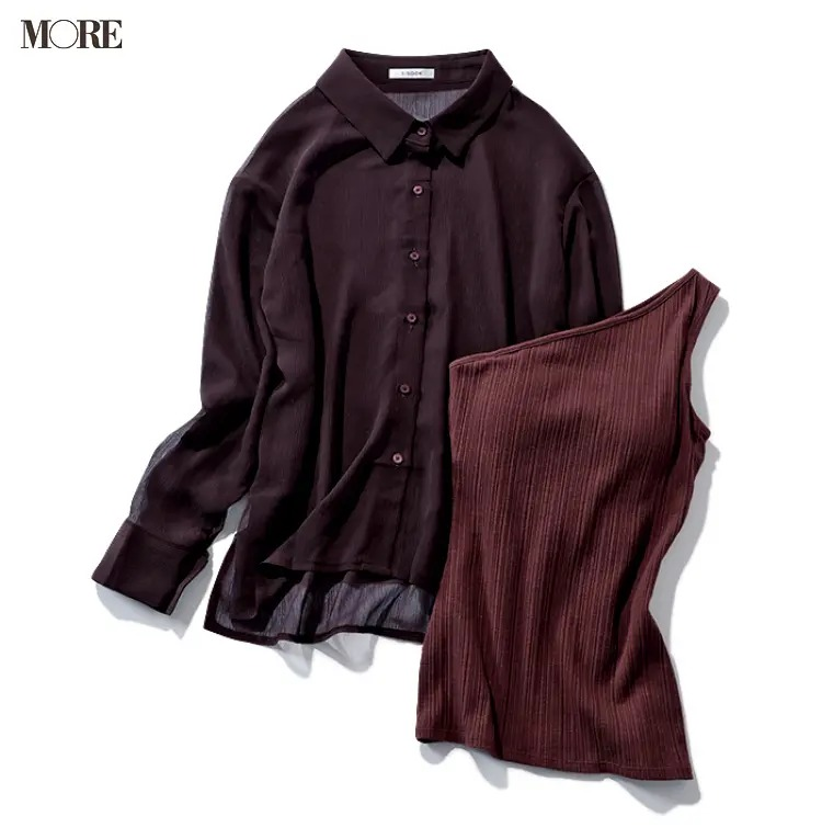ブラウンの透けるシャツのインナーの例