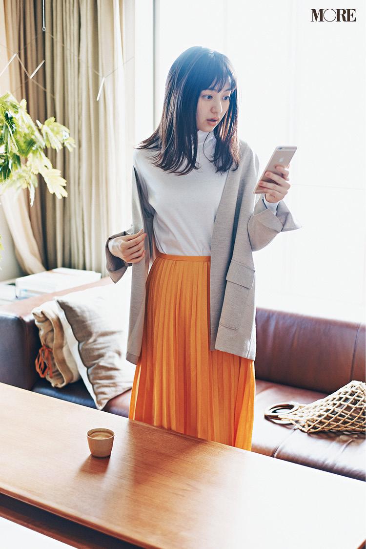 おうち時間にモヤっとしたら、きれい色に頼る。佐藤栞里&逢沢りな着回し連載『毎日きれい色』9日目_3