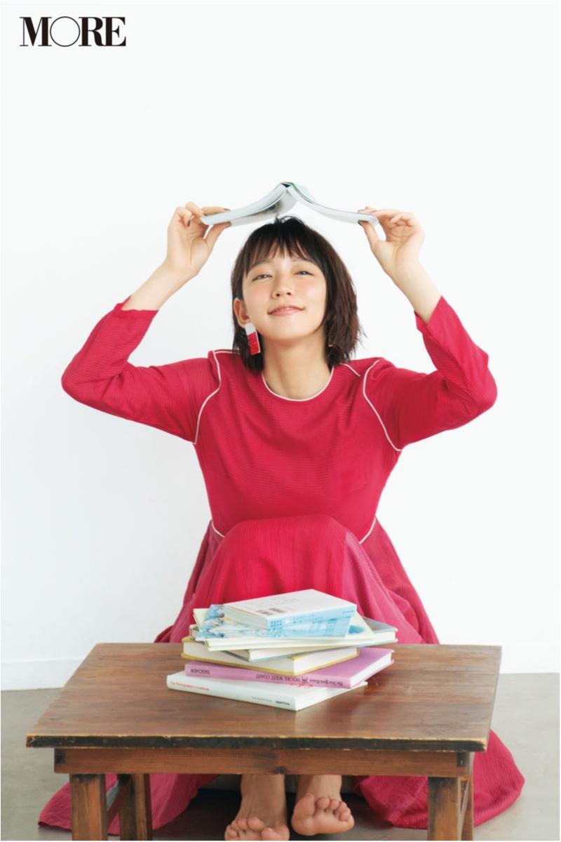 表紙を飾ったMORE10月号で、吉岡里帆さんセレクトの写真集未公開カットを掲載!_2