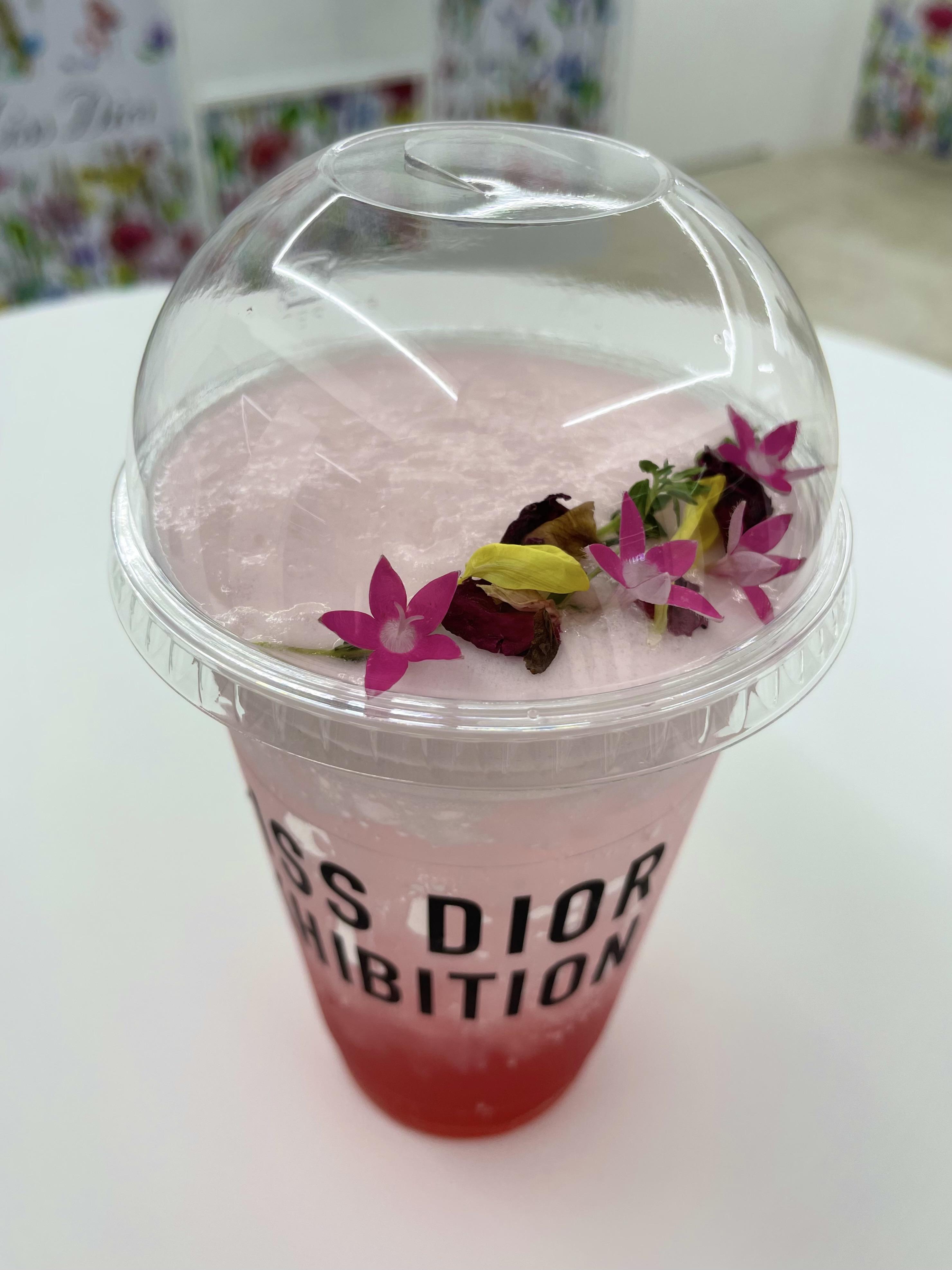 Dior(ディオール)のシグネチャー ドリンク「ローズ&ザクロ ビネガー ソーダ」