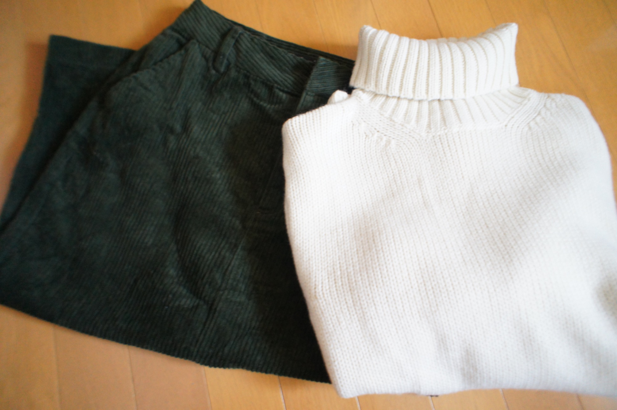 《昨年完売続出❤️》した【GU】メンズのローゲージタートルネックセーターが今年も登場☻!_3