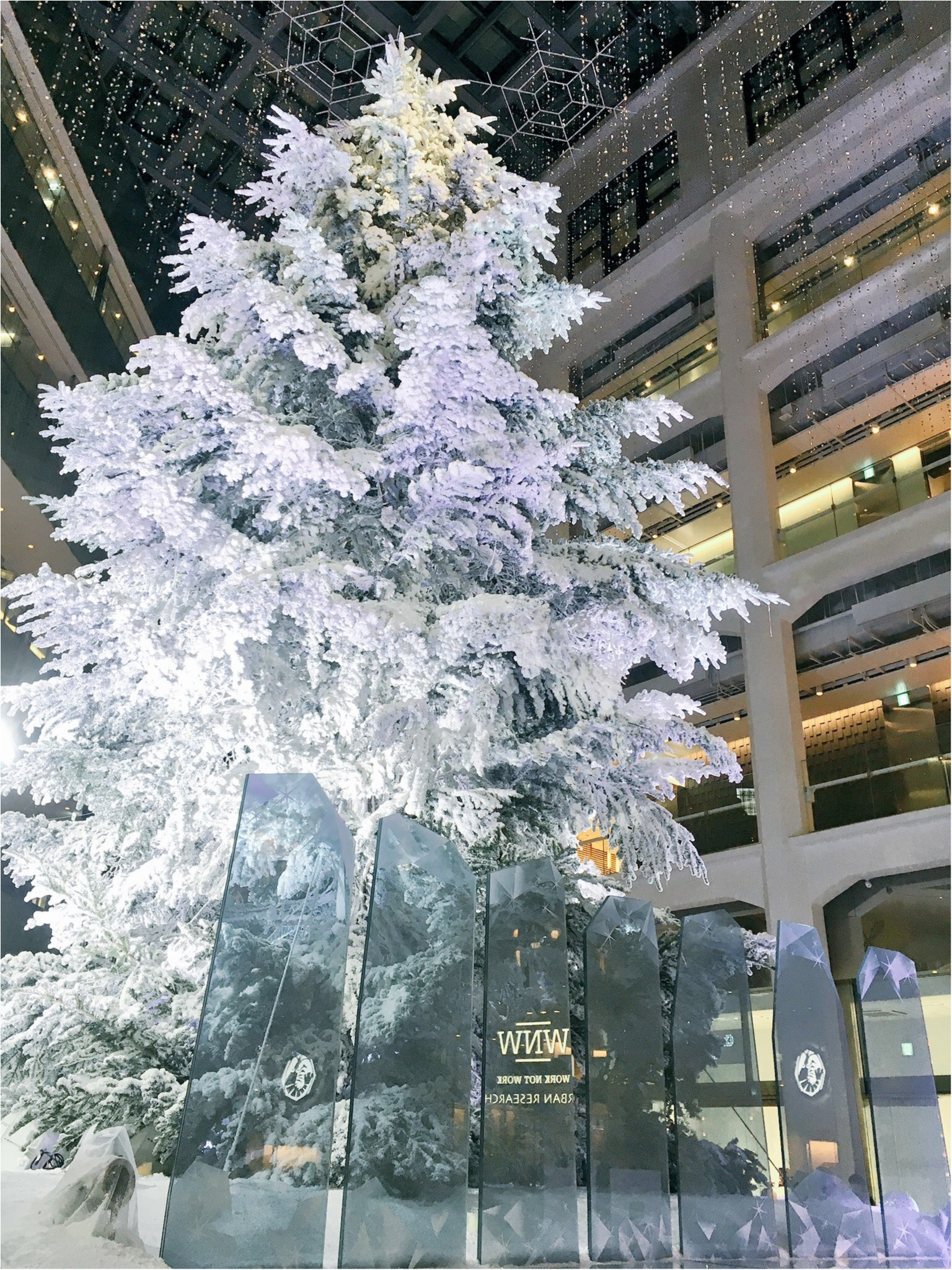 『KITTE』屋内に広がる白銀の世界…!日本最大級、本物のモミの木のクリスマスツリーが今年も点灯(*´ ˘ `*)♡_8