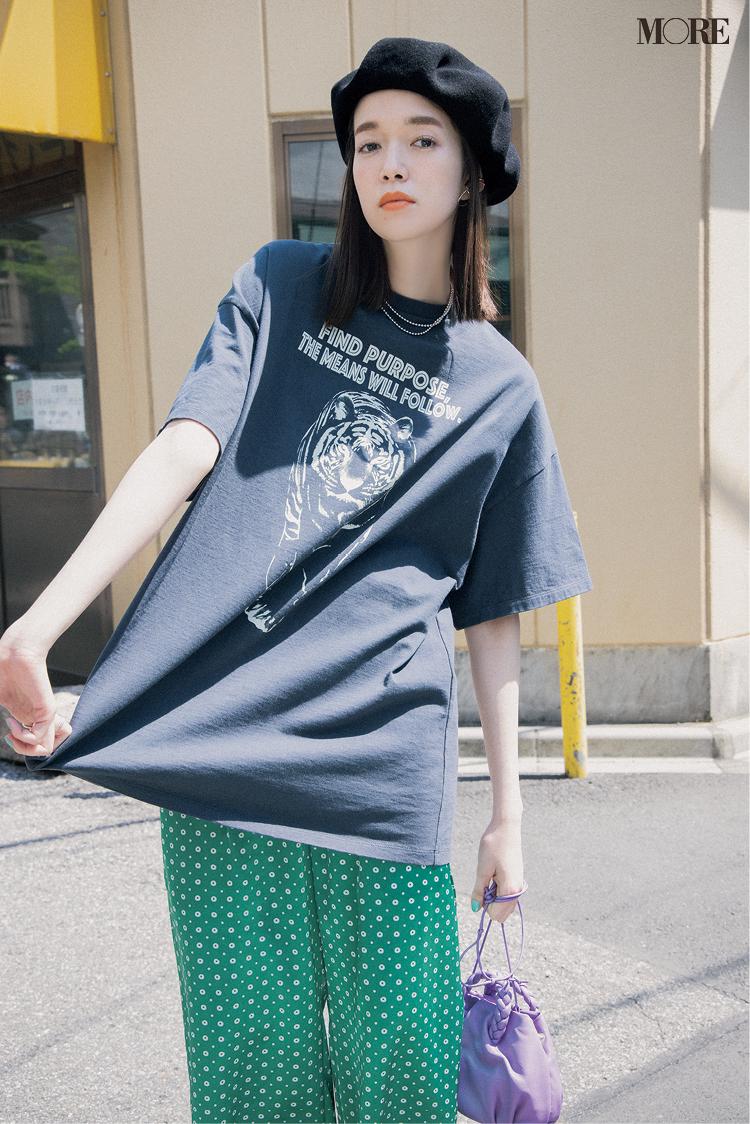 【レディースTシャツコーデ】プリントTシャツ×柄パンツのコーデ