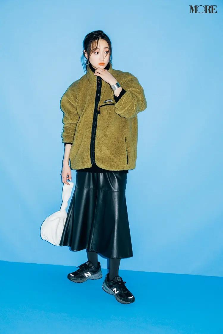 【冬のスニーカーコーデ】 エコレザーのフレアスカートでアウトドアMIX