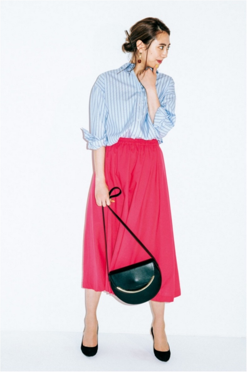着るだけで華やぐ【真夏のきれい色ボトム】コーデ15選   ファッション_1_10