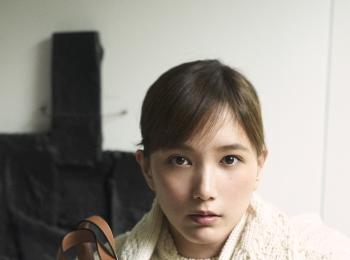 本田翼が『ロエベ』のキャンペーンに登場!ばっさーは新作「ハンモックトート」に何を入れる?
