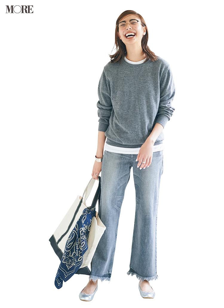グレーのクルーネックニットがマンネリ気味?「パンツの配色」を変えたらこんなに新鮮になります♬_2