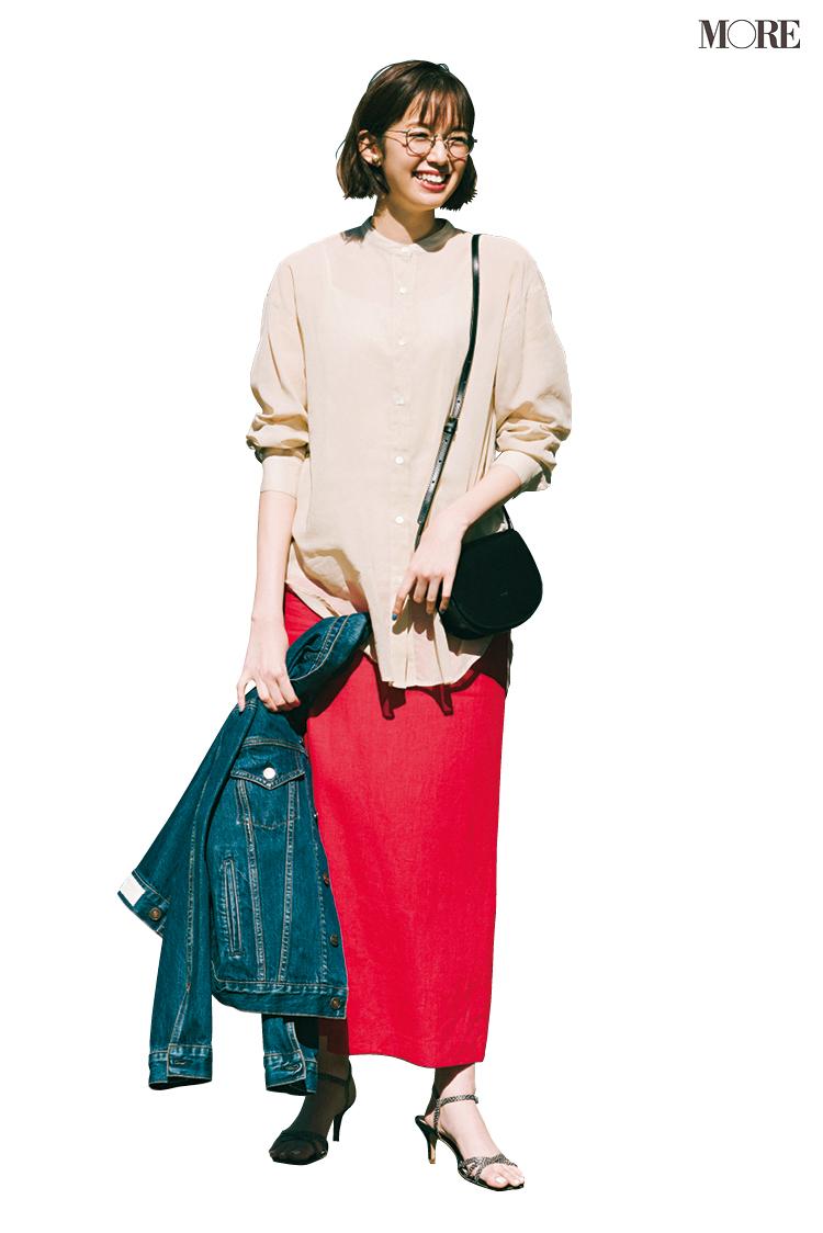 タイトスカートと相性のいい靴ってなーんだ? 甘いシャツを着る日の好バランスコーデ4例_1
