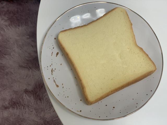 モスバーガーから食パンが登場!「バターなんていらないかも、と思わず声に出したくなるほど濃厚な食パン」食べてみた♡_4