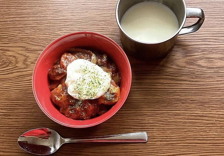 チキントマトカレーを煮込む日曜日の朝は心が跳ねる_1