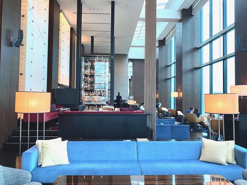 『コンラッド東京』28階にあるバー&ラウンジ「トゥエンティエイト」