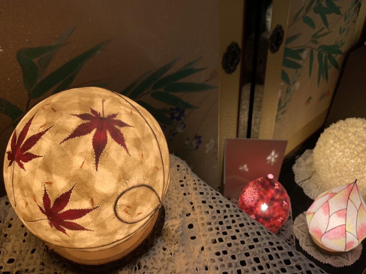 和紙を用いたオレンジ色のライト