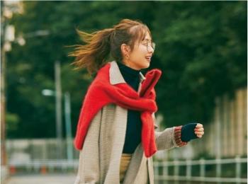 【今日のコーデ】千鳥格子柄コートに赤ニットをONしたら通勤コーデの着映え指数が上がりまくりっ♪