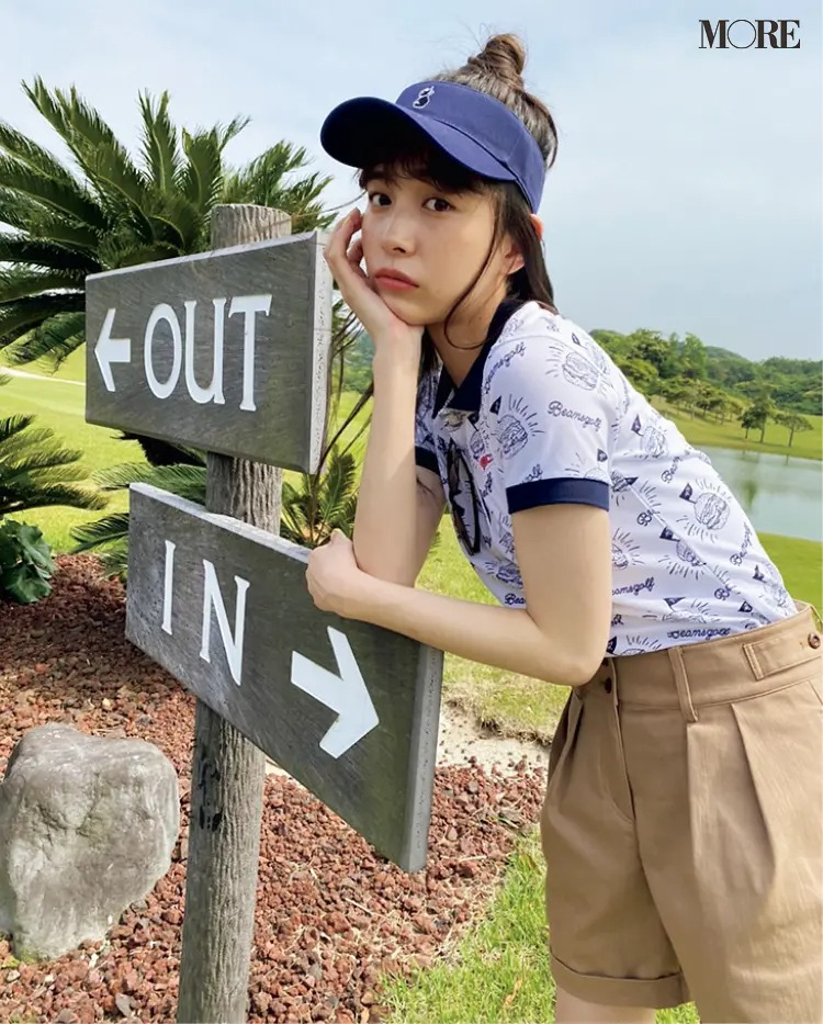 ゴルフウェアを着た井桁弘恵のオフショット