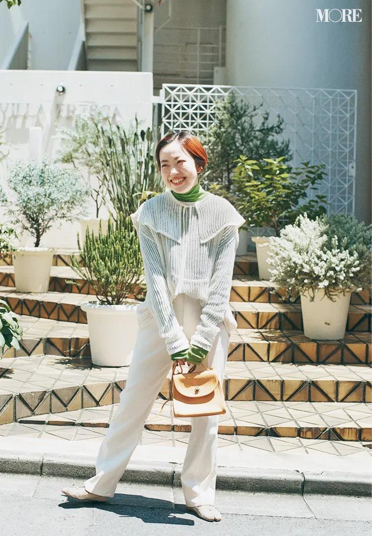 2021秋のトレンド服を着たスタイリストの高野麻子さん