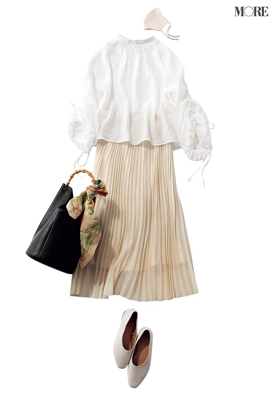 GUの白ブラウスとプリーツスカートのコーデ