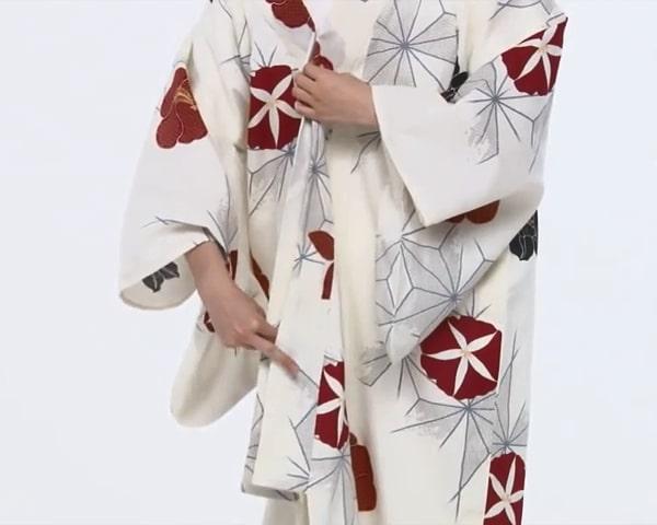 【わかりやすい動画付き】浴衣のセルフ着付け・帯の結び方 - 一人でできる! 女性の浴衣の着方は?_3