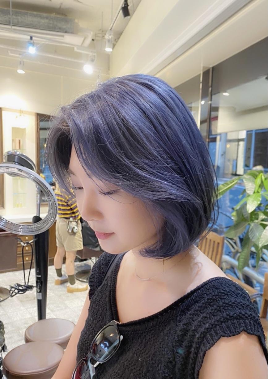 青髪 ブルーヘア 派手髪 韓国ヘア ブリーチ ハイトーン