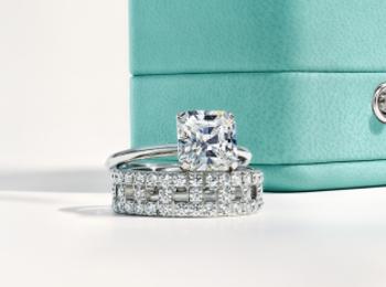 『ティファニー』でブライダルフェア開催中。結婚指輪を買ってオリジナル婚姻届けをもらおう!