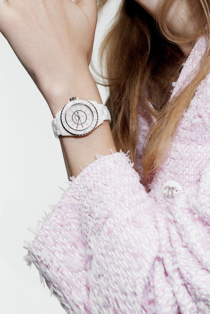 シャネルの限定時計「J12 ピンク ブラッシュ」