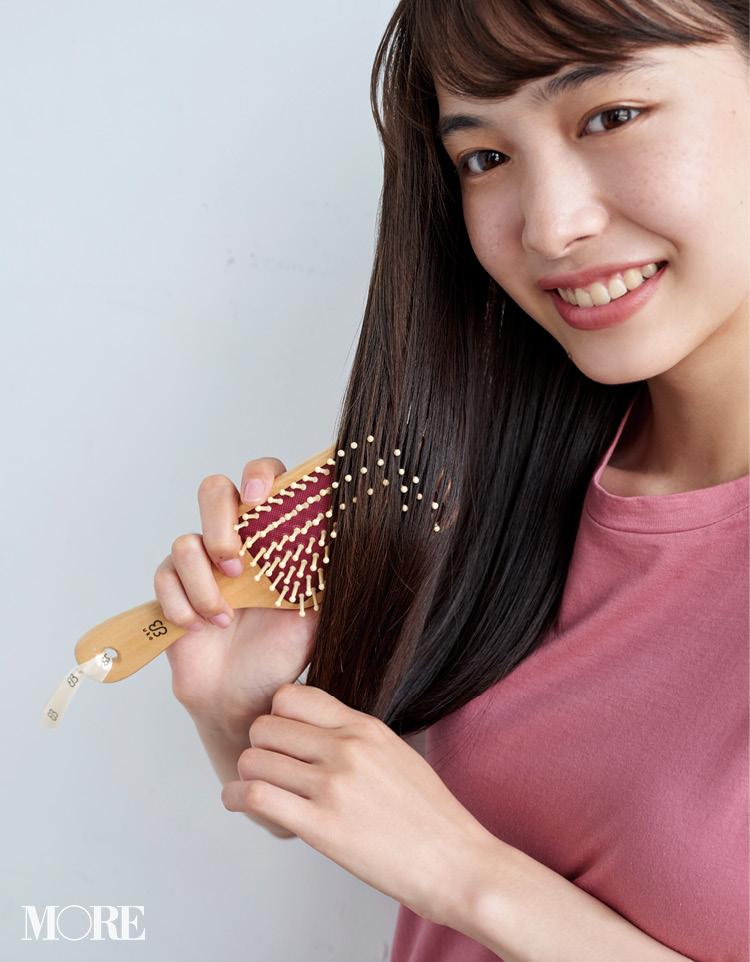 6月28日発売! MORE8月号の付録は、頭皮マッサージができる『uka』の美髪パドルブラシ!_4