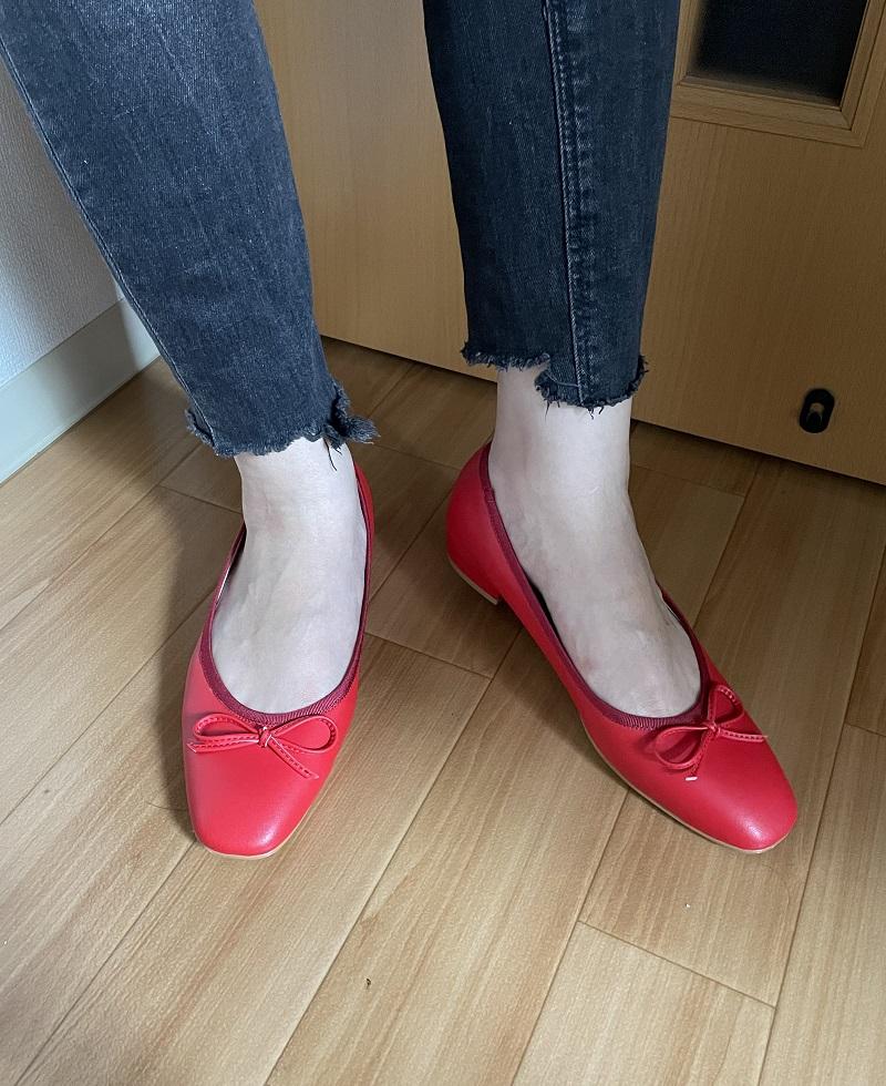 DHOLICの赤いバレエシューズ