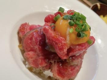 【東京・新宿】和牛ユッケも楽しめるローストビーフ丼