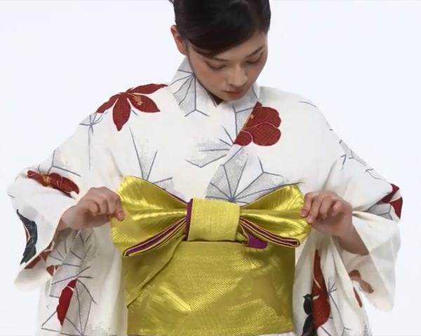 【わかりやすい動画付き】浴衣のセルフ着付け・帯の結び方 - 一人でできる! 女性の浴衣の着方は?_65
