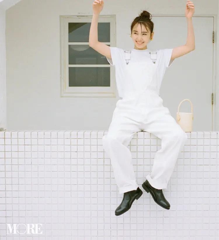 【白Tシャツコーデ】オールホワイトにゴツめのブーツ。女子にこそ、こんなカジュアル
